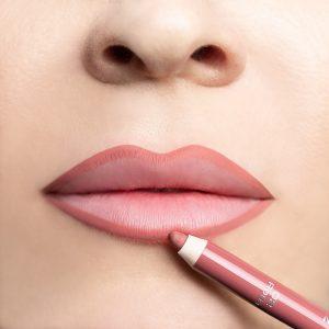 lápiz delineador cremoso con fina consistencia alta resistencia y efecto de larga duración de hasta 4 horas